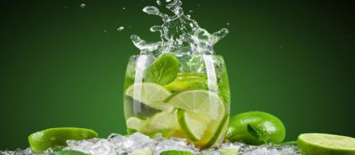 pode beber agua com limão no jejum intermitente